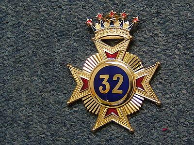 32nd Collar Jewel