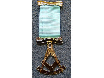 Past Master No. 3 style Breast  Jewel available in Base Metal or Silver - (Gold) Gilt - SCOTTISH MASON