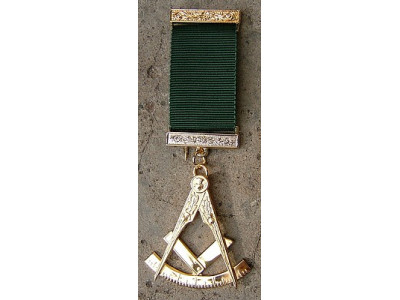 Past Master No. 7 style Breast  Jewel available in Base Metal or Silver - (Gold) Gilt - SCOTTISH MASON