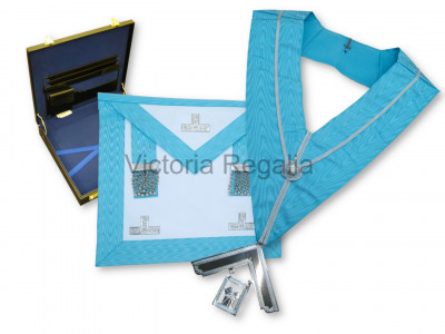 Set of Past Master Apron, Collar, Jewel and flat Hard Case