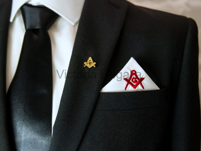 Masonic Plain White Pocket Square with Red embroidered Freemasons Square Compasses and G (SC&G)