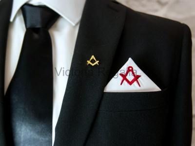 Masonic Plain White Pocket Square with Red embroidered Freemasons Square and Compasses (S&C)