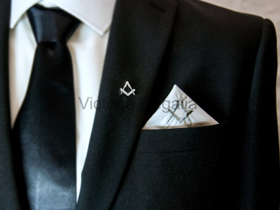 Masonic Plain White Pocket Square with Silver embroidered Freemasons Square and Compasses (S&C)